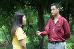 PEN-Myanmar-interviewing-somebody-from-Kachin